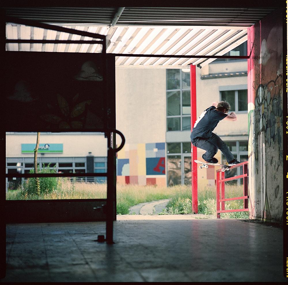 Niklas Speer von Cappeln-fs-noseslide-Berlin
