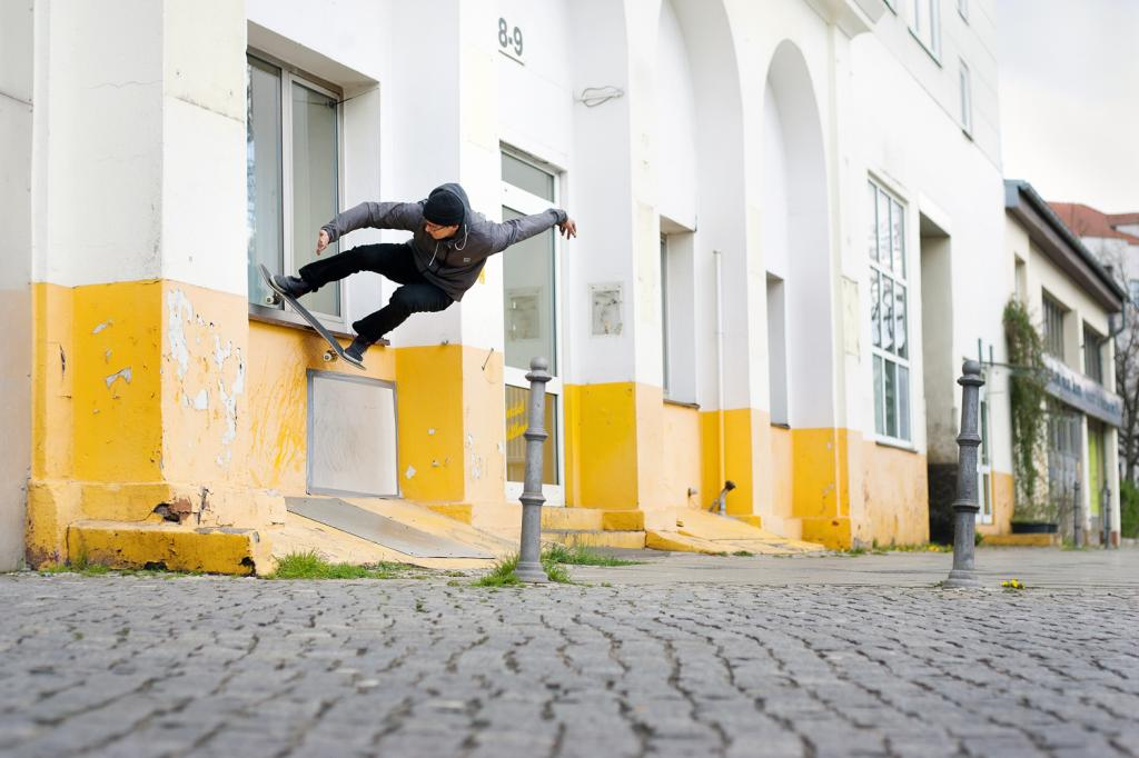 Valeri Rosomako- wallie boardslide- Berlin